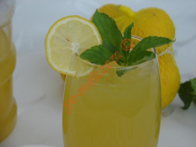 Homemade Mint Lemonade Recipe